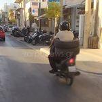 Χανιά: Φόρεσε λάστιχα αυτοκινήτου και βγήκε βόλτα με τη