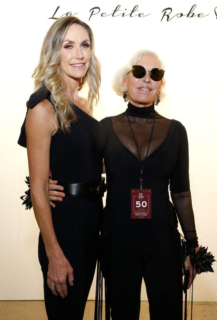Η Λάρα Τραμπ και η Κιάρα Μπόνι στην επίδειξη μόδας της Chiara Boni La Petite Robe στην Εβδομάδα Μόδας της Νέας Υόρκης.