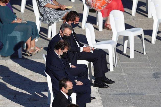 Los expresidentes del Gobierno José María Aznar (d), José Luis Rodríguez Zapatero(2d) y Mariano Rajoy...