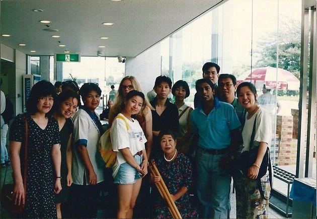 沼田鈴子さん(前列、中央右)