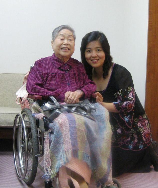 沼田鈴子さん(左)と中村里美さん(右)