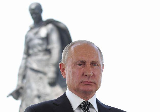007 russi a caccia del vaccino Covid