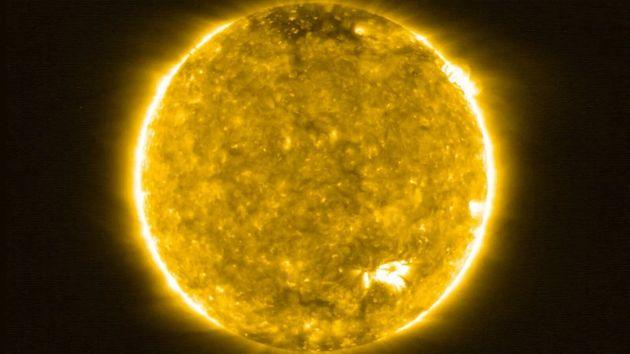Οι πιο κοντινές εικόνες που έχουν ληφθεί ποτέ από τον ήλιο απεικονίζουν φωτιές στην επιφάνειά