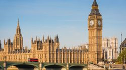 Covid et élections: entre Moscou et Londres, le torchon brûle