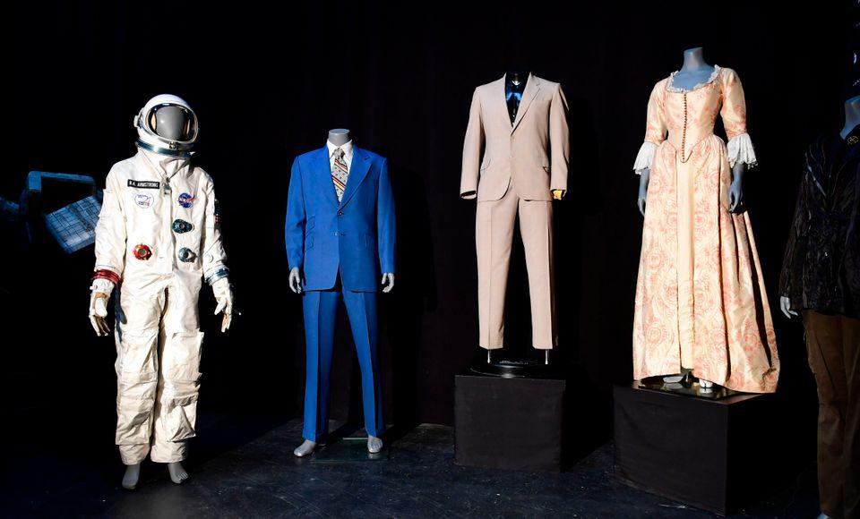 Από αριστερά: Η στολή του...