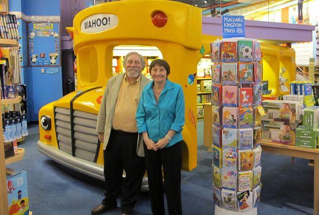 신기한 스쿨버스의 삽화가 브루스 디건(왼쪽)과 저자 조애나