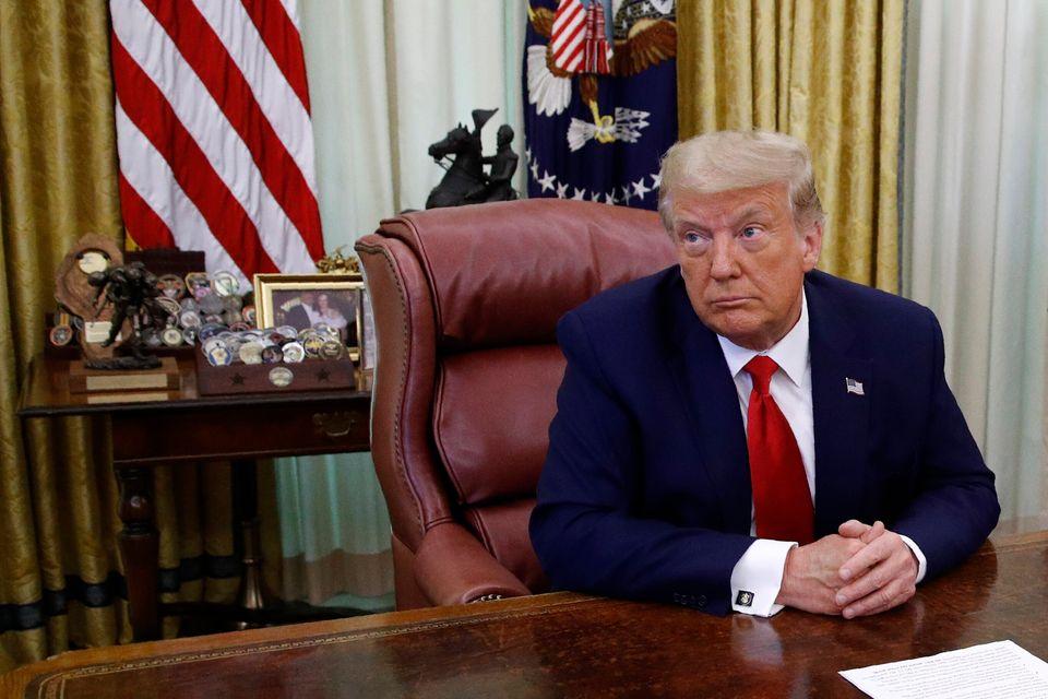 도널드 트럼프 대통령은 정부의 코로나19 대응 실패에 대한 책임을 단 한 번도 인정한 적이 없다. 대신, 그는 중국, 세계보건기구(WHO), 버락 오바마 전 대통령, 민주당, 의회,...