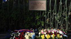 La plaque en mémoire du policier Ahmed Merabet dégradée à