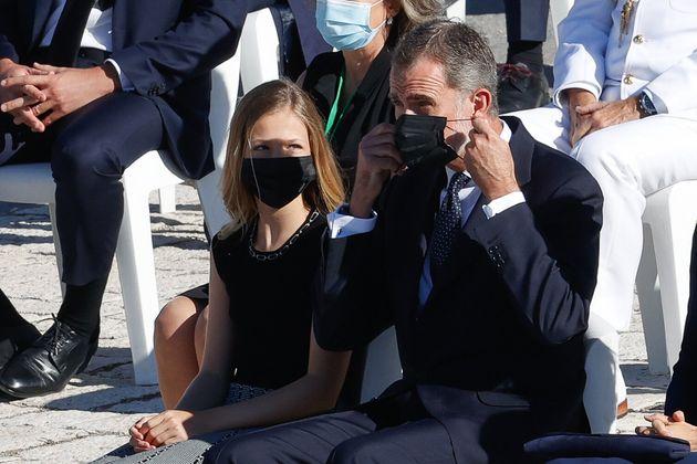 Leonor le recordó a Felipe VI que se pusiera la mascarilla tras su discurso en el homenaje de