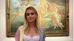Ferragni va agli Uffizi. La Galleria la paragona alla Venere.