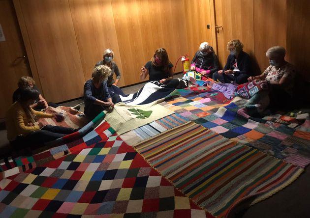 Nonne fanno coperta da 115 metri durante lockdown: coinvolte donne di tutto il