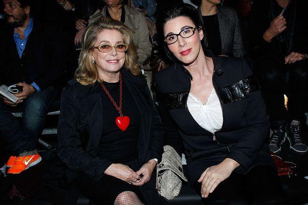 Sue Nabi, la nueva consejera delegada de Coty, junto a la actriz francesa Catherine Deneuve en una imagen...