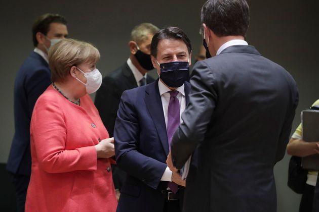 Angela Merkel, Giuseppe Conte e Mark Rutte. ANSA/STEPHANIE LECOCQ /