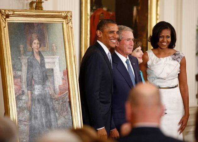 Barack Obama, George W. Bush, Laura Bush et Michelle Obama le 31 mai 2012 pour la cérémonie...