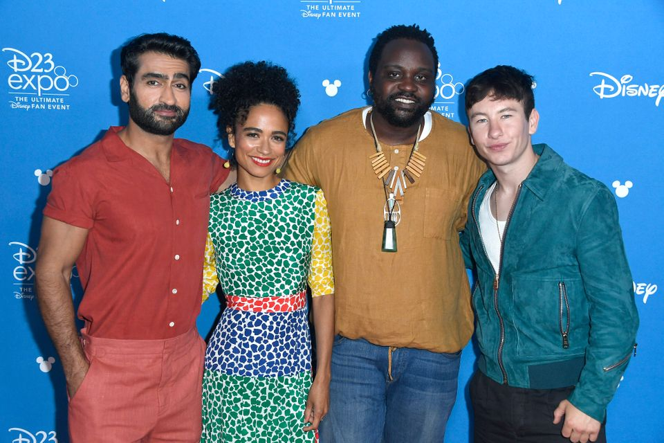 Os atores Kumail Nanjiani, Lauren Ridloff, Brian Tyree Henry e Barry Keoghan no Go Behind the Scenes...