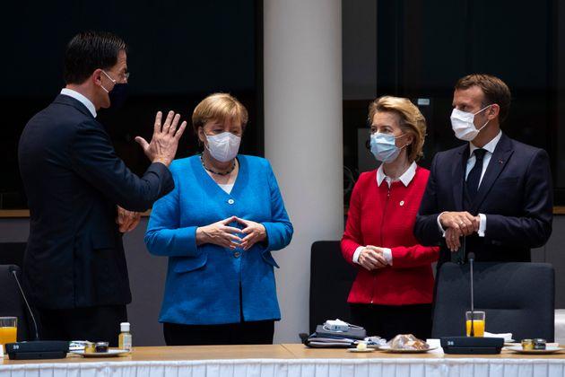 Rutte, Merkel, Von der Leyen y Macron, antes de la reunión del