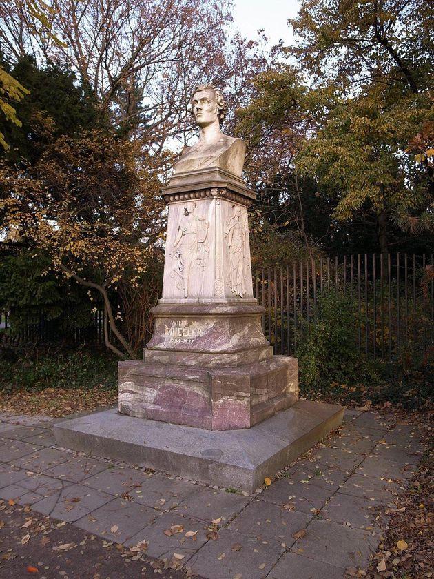 Το μνημείο του Wilhelm Müller στο κεντρικό πάρκο του