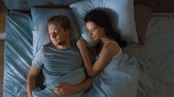 Dormire con il partner migliora il sonno. Il suo odore ci regala 9 minuti in più a notte (lo dice la