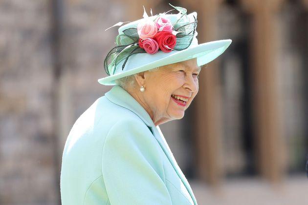 La reine Elizabeth II a récemment anobli le capitaine Tom