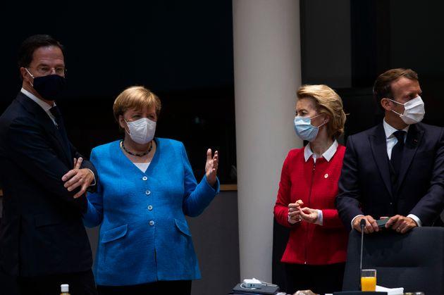 Mark Rutte, Angela Merkel, Ursula von der Leyen et Emmanuel Macron lors du sommet européen sur...