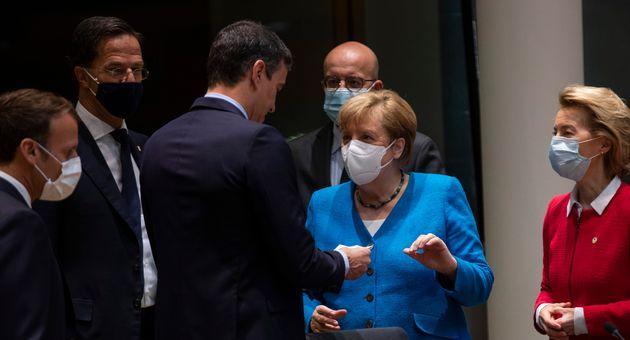Sánchez con varios dirigentes europeos, en