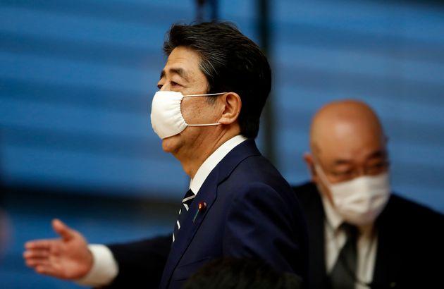 마스크를 쓴 일본 아베 신조 총리. 2020. 5.