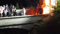 Ancora proteste No Tav in Val di Susa, bruciato cancello