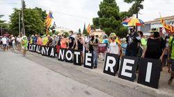 Los Mossos detienen a un manifestante en las protestas contra el rey en