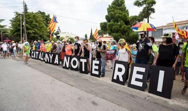 La cabecera de la manifestación contra la visita del Rey en Catalunya este lunes, en L'Espluga de Francolí