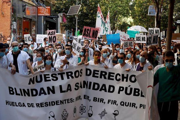 Manifestantes MIR en Madrid reclamando sus derechos
