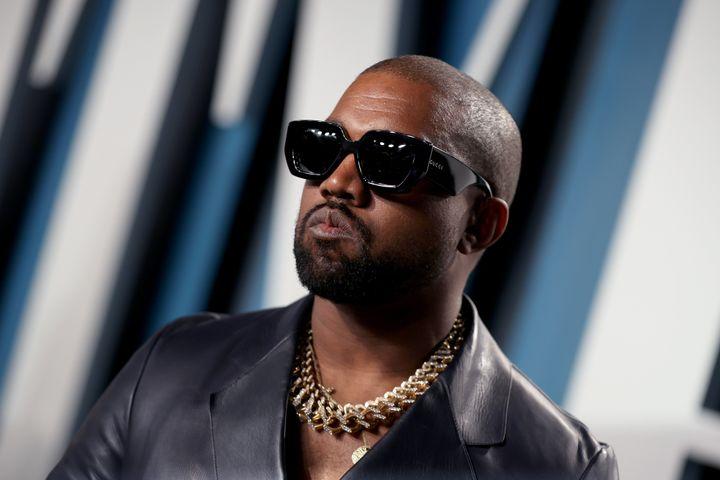 Kanye West en la fiesta de <i>Vanity Fair</i> posterior a los Oscar en febrero de 2020.