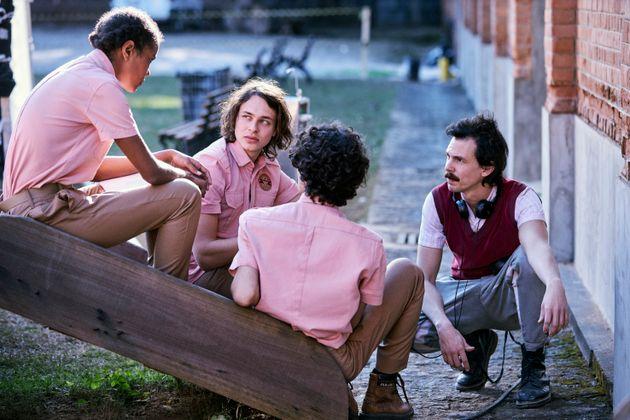 O diretor Esmir Filho (dir.) e o trio de protagonistasIza Moreira, Michel Joelsas e Caio Horowicz...