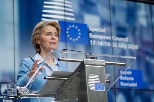 La presidenta de la Comisión Europea, Ursula von der Leyen, interviene en la cumbre