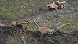 Detenido el dueño y dos altos cargos de la empresa que gestionaba el vertedero derrumbado de Zaldibar, donde permanecen sepul...