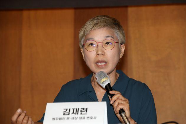 22일 오전 서울 중구 한 기자회견장에서 열린 '서울시장에 의한 위력 성폭력 사건 2차 기자회견'에서 김재련 법무법인 온-세상 대표변호사가 발언하고
