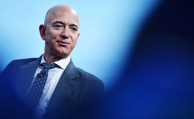 Le patron et fondateur d'Amazon Jeff Bezos, ici en octobre 2019 à Washington, a gagné...