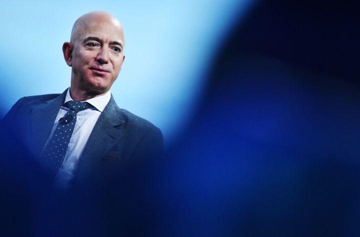 Le patron et fondateur d'Amazon Jeff Bezos, ici en octobre 2019 à Washington, a gagné 13 milliards de dollars en une seule journée, un record.
