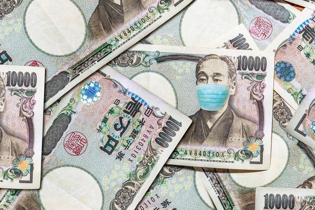 マスクをした福沢諭吉の1万円札