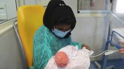 Partorì con il covid, poi finì in coma: Hafiza riabbraccia sua figlia dopo 4