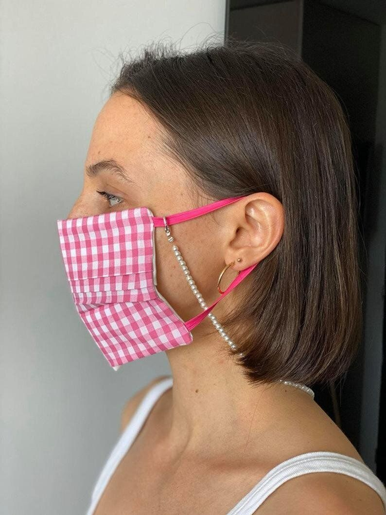 Face Mask Holders For Around The Neck So You Don't Lose It 1