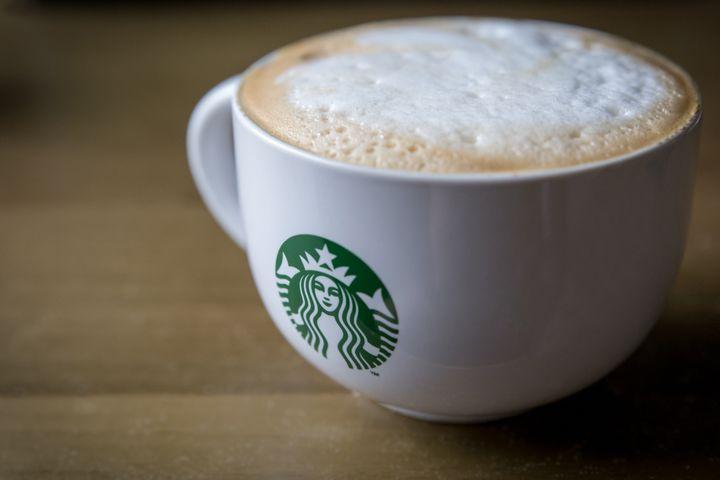 전문가들은 스타벅스 MD가 품절 대란을 겪는 건 소비자들의 브랜드 충성도가 높기 때문이라고 분석한다.