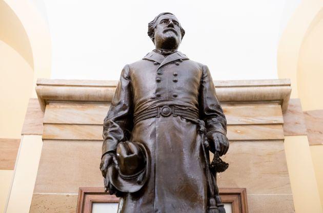 Statue du général confédéré Robert E. Lee, basée au Capitole...