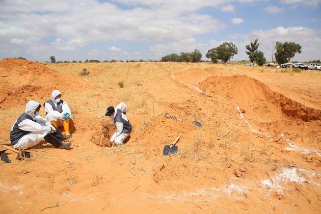 Λιβύη: Eντοπίστηκαν έντεκα σοροί σε ομαδικό τάφο στην