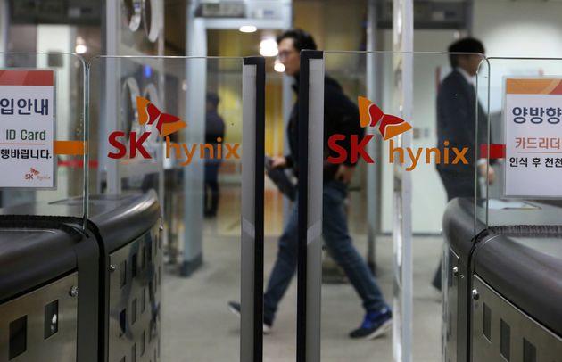 코로나19 확산에 SK하이닉스의 영업이익이 205%나