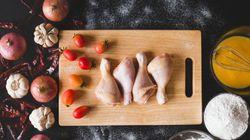 Κοτόπουλο: Γιατί είναι πραγματικό το δίλημμα εάν πρέπει να το πλένουμε πριν το