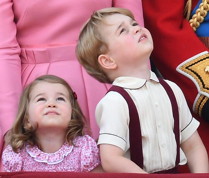 El príncipe George y su hermanaCharlotte.