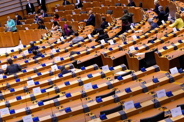 Angela Merkel, ici prononçant un discours lors d'une session plénière au Parlement...