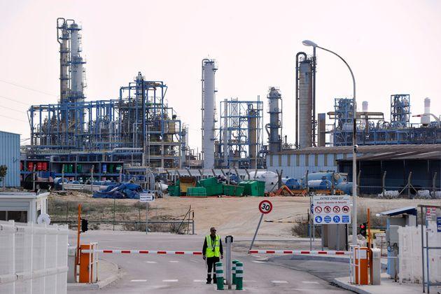 Une fuite d'agent chimique corrosif s'est produite au sein du complexe pétrochimique Lavéra à Martigues,...