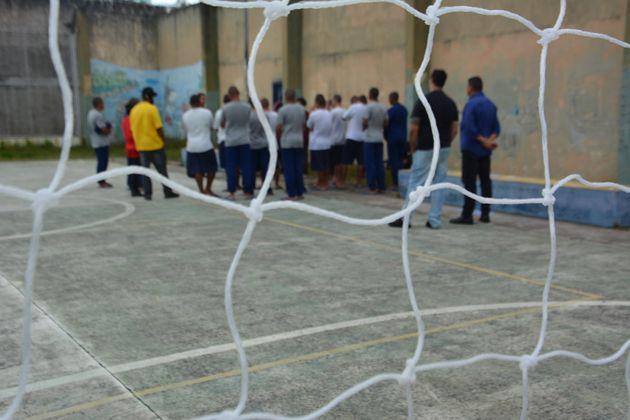 Adolescentes internados na Fundação Casa, de São Paulo, desenvolvem atividade
