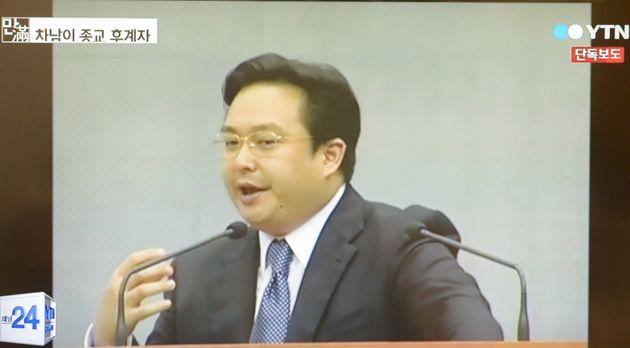 유병언 전 세모그룹 회장의 차남 유혁기 씨가 과거 경기 안산 금수원에서 열린 구원파 집회에서 설교를 하고 있다. (YTN